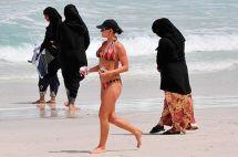 Dressing-on-Dubai-Beach