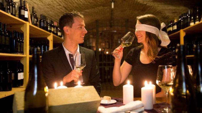 מבחני טעימה עיוורת בפסטיבל היין