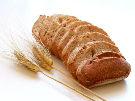 El pán integral es más rico en nutrientes que el pan blanco