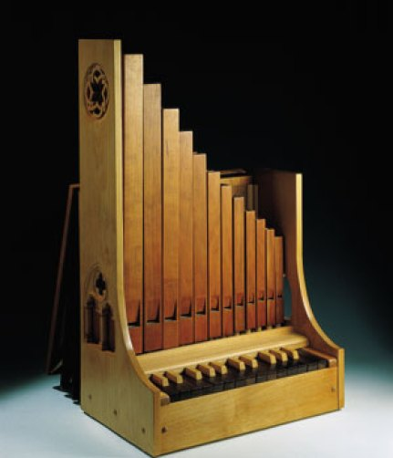Órgano de mano. Su origen se basa en un artefacto parecido a las gaitas escocesas