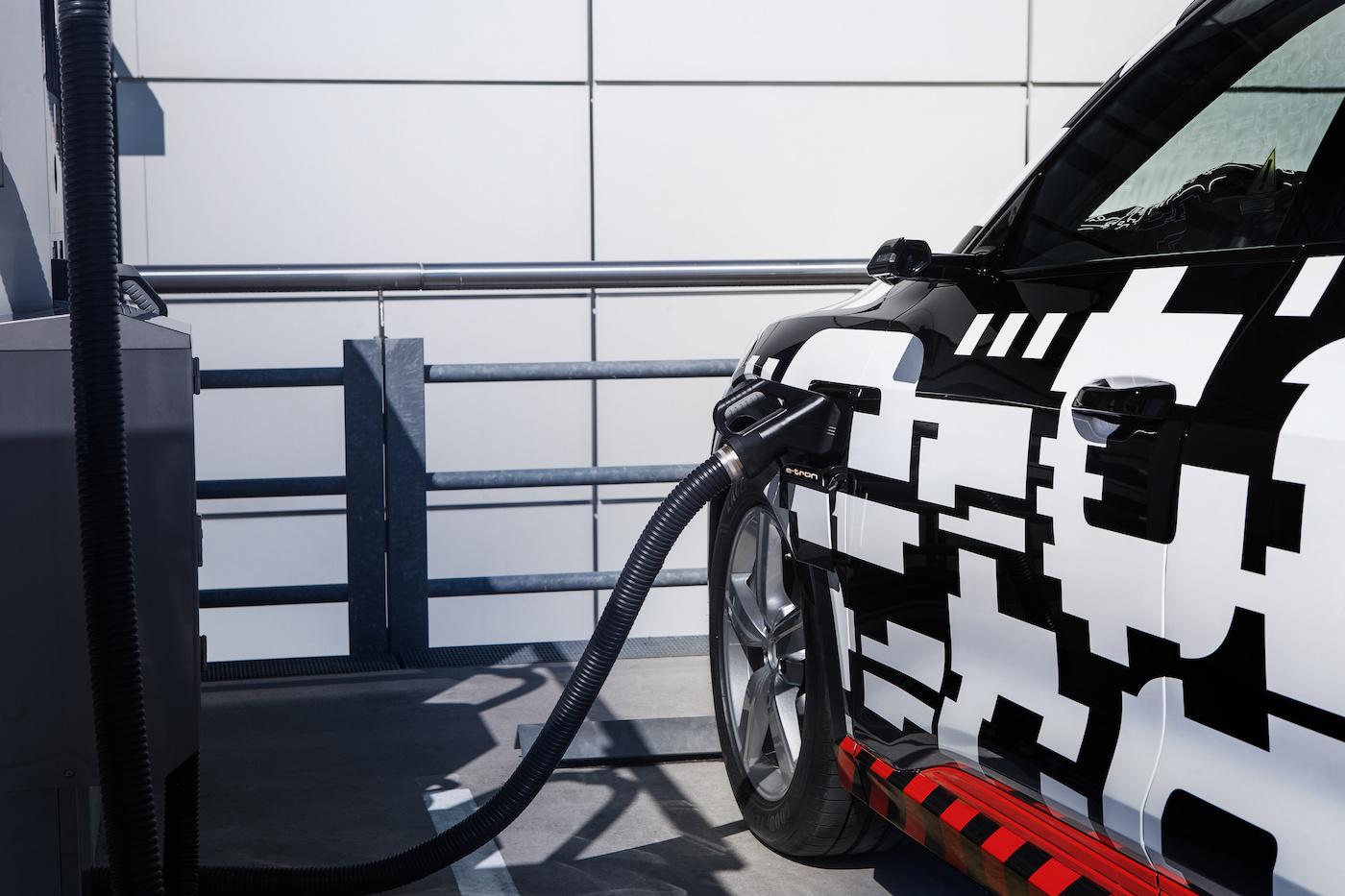 Der vollelektrische Audi e-tron kommt Ende Jahr auf den Markt – im Bild der Prototyp. (Audi)
