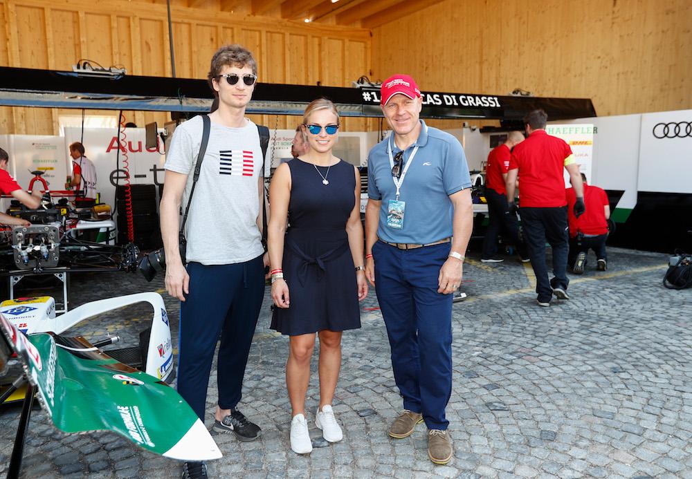 Iouri Podlatchikov, Lara Gut und Didier Cuche vor der Audi-Box. (Sven Thomann)
