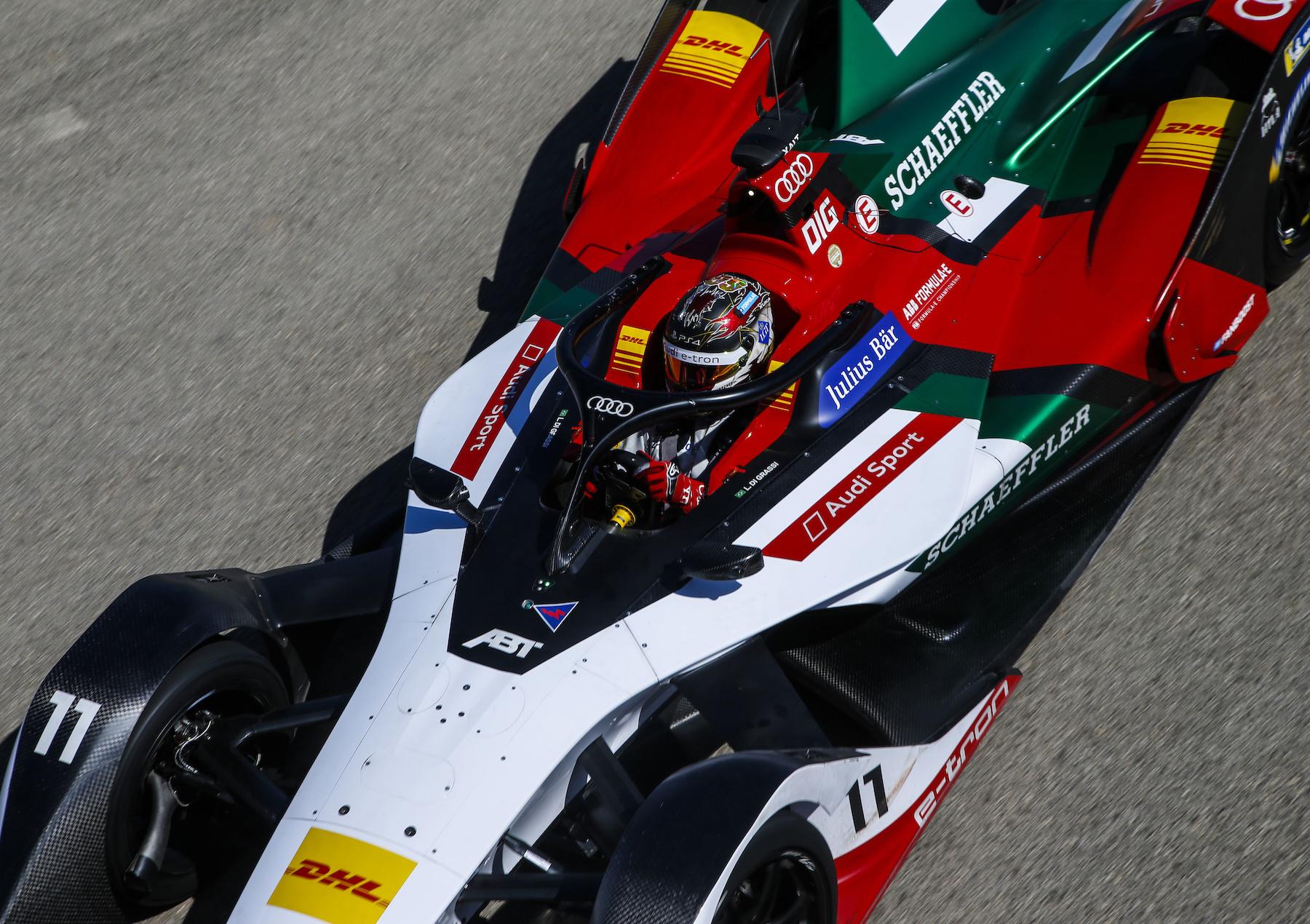 Lucas di Grassi im Auto. Gut zu sehen: Der Halo-Bügel über dem Cockpit. (AUDI)