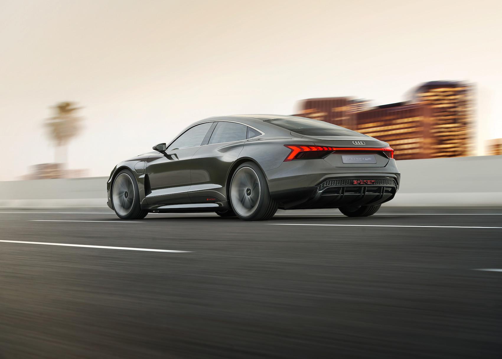 Der Schwerpunkt des Audi e-tron GT concept ist mit jenem des R8 vergleichbar. (Audi)