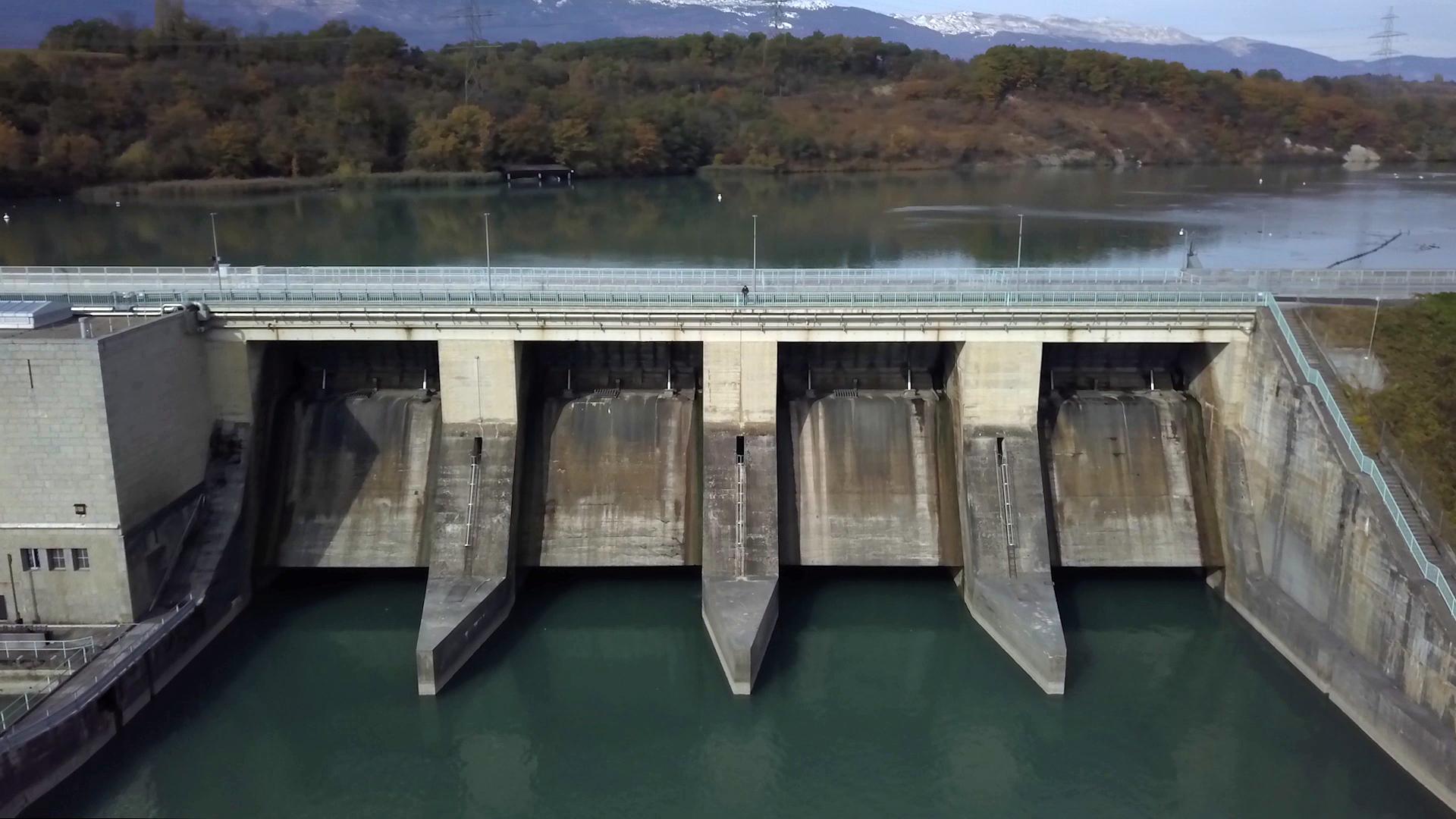 Jorge Petitpierre sulla Diga di Verbois, una centrale idroelettrica ad acqua fluente sul Rodano, nei pressi di Ginevra.