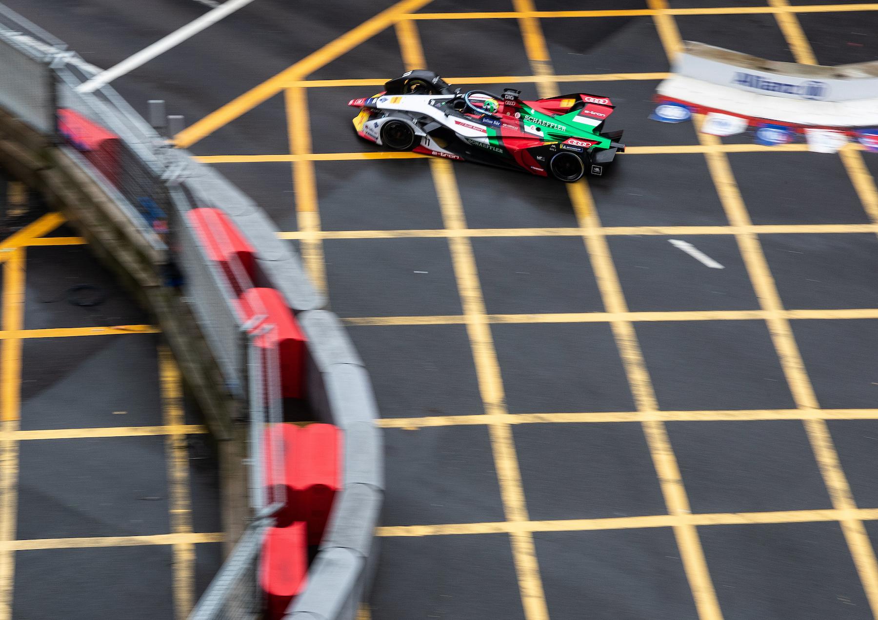 In der laufenden Saison können sich die Fahrer abseits der Ideallinie Extra-Power holen. (Audi Communications Motorsport/Michael Kunkel)