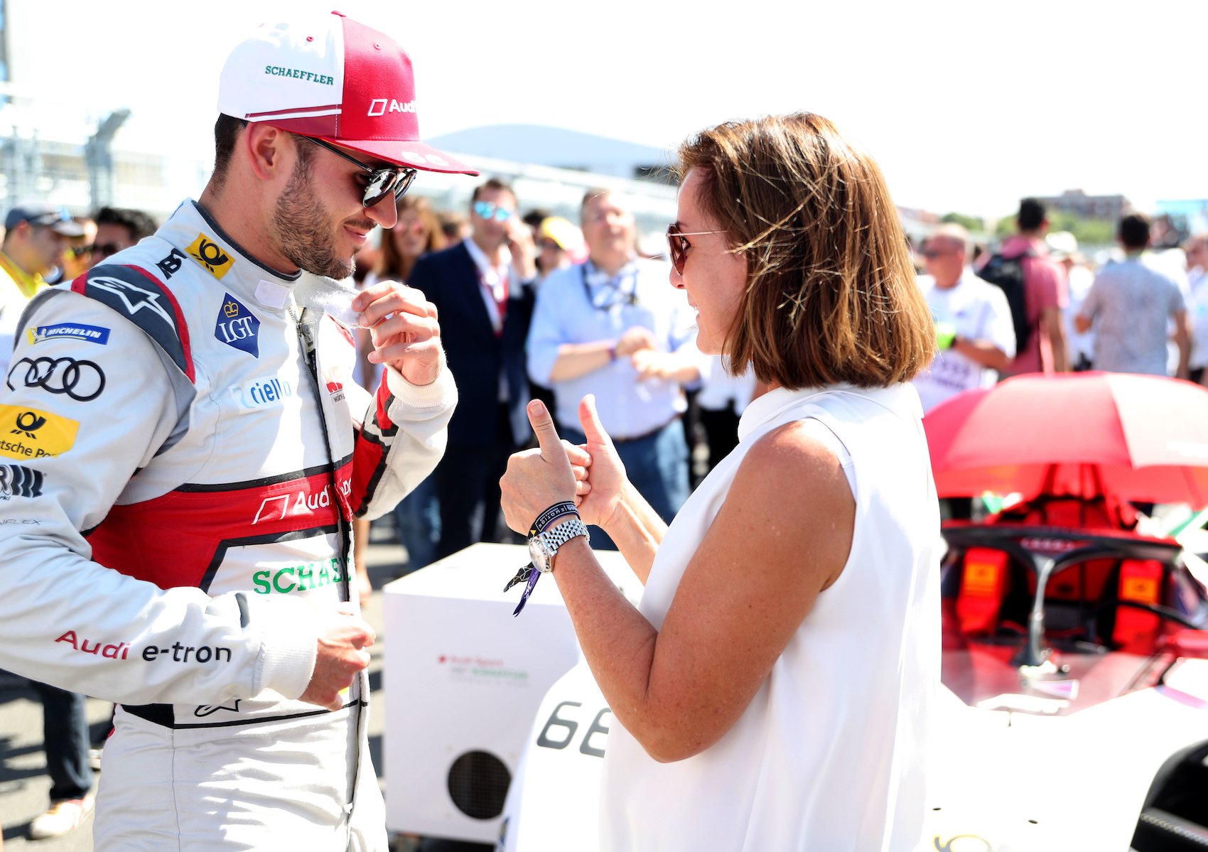 Formel E als Emotionalisierungsmotor: Pilot Daniel Abt und Hildegard Wortmann am Rande des E-Prix in New York City 2019. (AUDI)