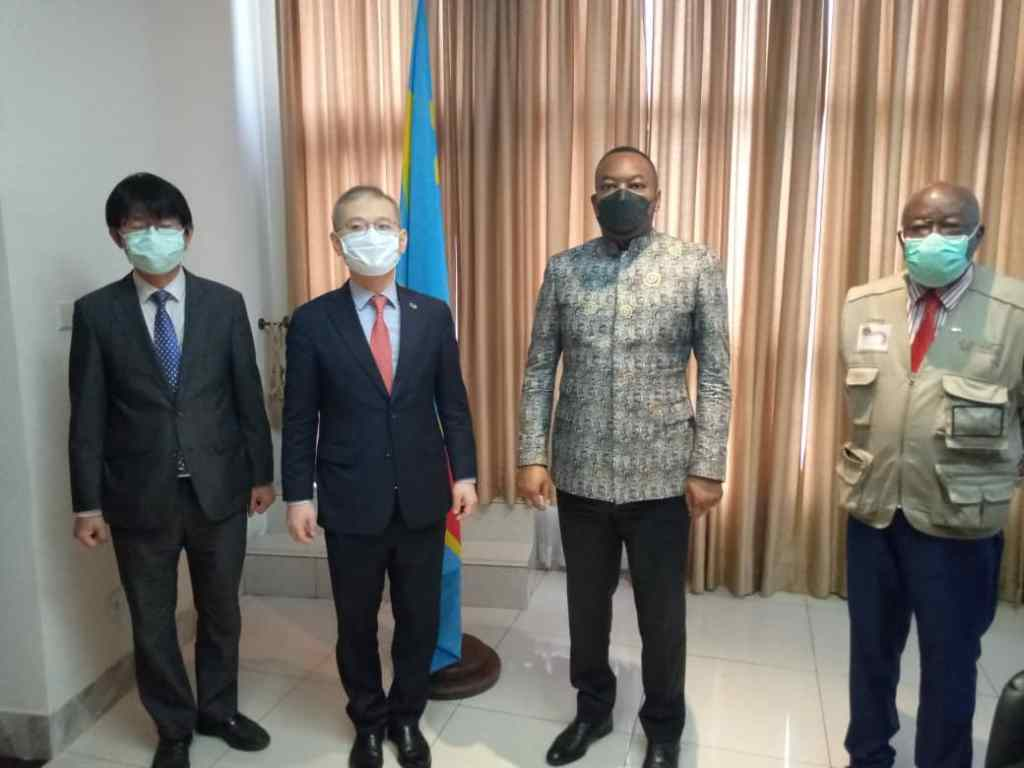L'ambassadeur coréen chez le ministre de la santé, Eteni Longondo 1