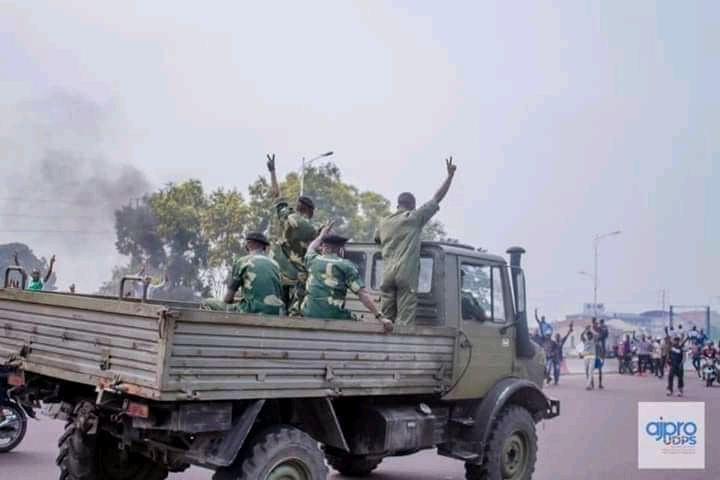 Journée paradoxale, la police transporte les manifestants par ici, et tire sur la foule là-bas. 3 combattants tués, l'UDPS demande le départ du ministre UDPS de l'Intérieur (Kabuya) 4
