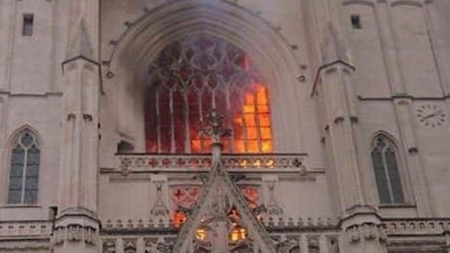 Le feu à la cathédrale de Nantes a été circonscrit, une enquête ouverte pour « incendie volontaire » 1