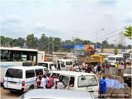 Nationale N° 1 : les transports routiers imposent leur loi 1