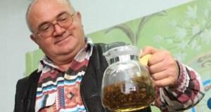 Шефът на билкарите Емил Елмазов: Люта чушка в ракийката пази от грип!