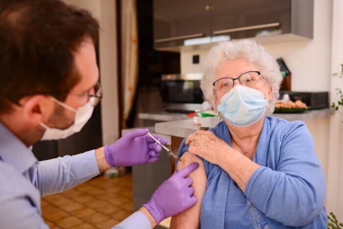 Πρόγραμμα εμβολιασμού κατ' οίκον από τον Δήμο Αθηναίων