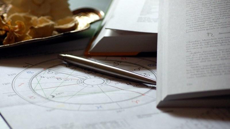 Horoskop und Buch
