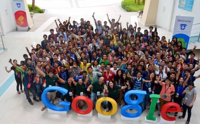 فريق عمل جوجل في أحد المقرات، قصة صعود جوجل