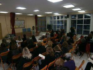 Η εκδήλωση πραγματοποιήθηκε στην αίθουσα εκδηλώσεων του 2ου Δημοτικού Σχολείου Βελεστίνου και παρευρέθηκαν δεκάδες γυναίκες που θέλησαν να ενημερωθούν για ζητήματα που αγγίζουν την καθημερινότητά τους