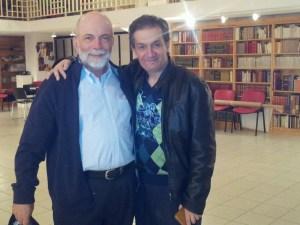 Ο Χρήστος Χατζής (αριστερά) με τον καλλιτεχνικό διευθυντή του Φεστιβάλ Ντίνο Μαστρογιάννη στην Αγριά, όπου ο συνθέτης παρακολούθησε τις πρόβες των μουσικών για τη σημερινή συναυλία