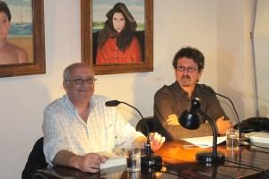 Ο Ανταίος Χρυσοστομίδης (αριστερά) και ο Κώστας Ακρίβος κατά την παρουσίαση του βιβλίου