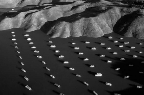 Τα πλωτά σπίτια φωτογραφημένα με drone .Tomas van Houtryve, λίμνη Oroville, Καλιφόρνια, 25 Νοεμβρίου 2014