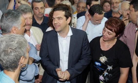 Ο πρόεδρος του ΣΥΡΙΖΑ, Αλέξης Τσίπρας κατά την άφιξή του λίγο πριν απευθύνει χαιρετισμό στην συγκέντρωση έξω από το Ραδιομέγαρο της Αγ. Παρασκευής, που πραγματοποιούν δημοσιογράφοι και απολυμένοι εργαζόμενοι της πρώην ΕΡΤ, και διοργάνωσαν οι ενώσεις εργαζομένων στον Τύπο (ΠΟΕΣΥ, ΠΟΣΠΕΡΤ, ΠΟΕΠΤΥΜ, ΕΣΗΕΑ, ΕΣΗΕΜ-Θ, ΕΣΗΕΠΗΝ, ΕΣΗΕΘΣτΕ-Ε, ΕΣΠΗΤ και όλοι οι εργαζόμενοι της ΕΡΤopen), με αφορμή τη συμπλήρωση ενός χρόνου από το κλείσιμο της ΕΡΤ, στις 11 Ιουνίου του 2013, Τετάρτη 11 Ιουνίου 2014.ΑΠΕ-ΜΠΕ / ΑΠΕ-ΜΠΕ / ΟΡΕΣΤΗΣ ΠΑΝΑΓΙΩΤΟΥ