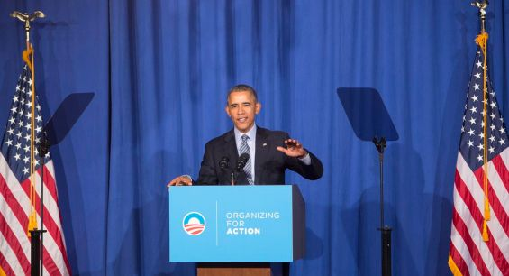 epa05018511 US President Barack Obama makes remarks at an Organizing for Action dinner in Washington DC, USA, 09 November 2015. Organizing for Action is a community organizing project that supports the policies of President Obama.  EPA/CHRIS KLEPONIS / POOL
