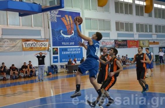 Ο Νικόπουλος του Αιολικού αφήνει την μπάλα στο καλάθι του Ελευθεριακού