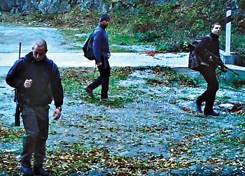 Οι κάμερες «συνέλαβαν» Βούλγαρους παράνομους κυνηγούς ενώ έμπαιναν στο Φρακτό και 7 ώρες αργότερα την ώρα που αποχωρούσαν με τα σακίδιά τους γεμάτα.