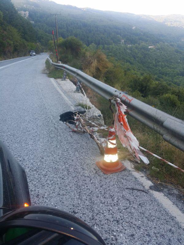 Με κορύνα σηματοδοτούν την επικινδυνότητα του δρόμου πριν τα Χάνια