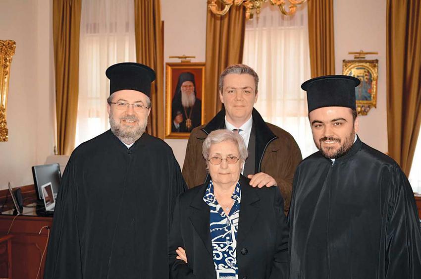 Με τον πνευματικό του πατέρα, μητροπολίτη Σεβαστείας Δημήτριο, τον αδελφό του Σπύρο και τη μακαριστή μητέρα του Ελένη το 2011, όταν προήχθη σε αρχιγραμματέα της Ιεράς Συνόδου του Πατριαρχείου