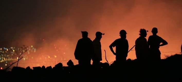 Ισπανία: Εκατοντάδες άνθρωποι εγκατέλειψαν σπίτια, κάμπινγκ και ξενοδοχεία εξαιτίας πυρκαγιάς