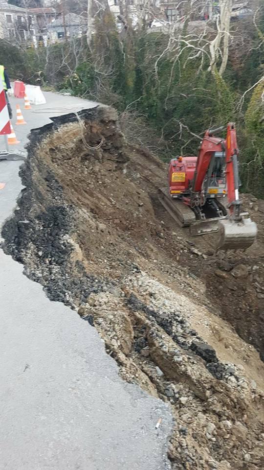 Υποχώρησε το έδαφος στο επαρχιακό δίκτυο Ζαγοράς – Από το ένα ρεύμα κυκλοφορίας η κίνηση των οχημάτων