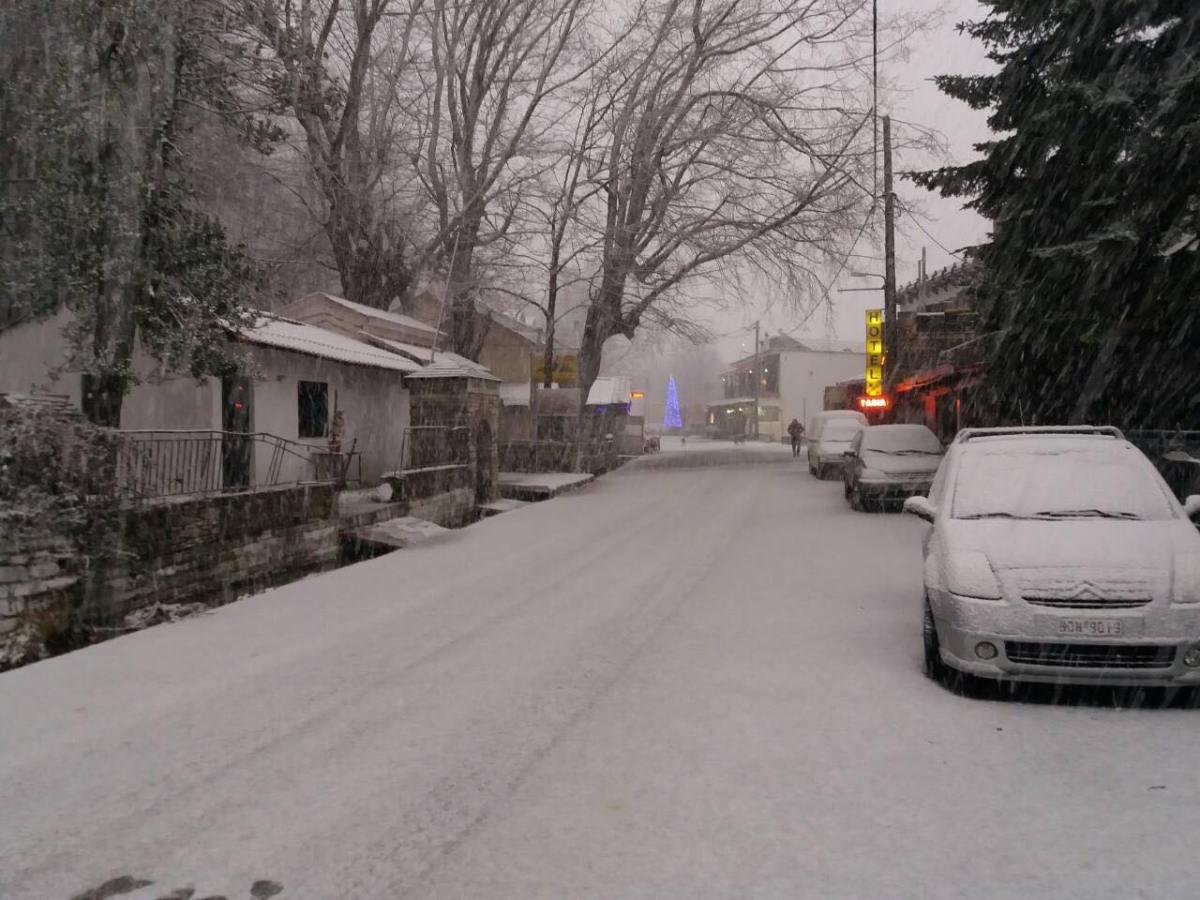 Τα πρώτα χιόνια στο Πήλιο – Στα λευκά ντύθηκε και η Ανάβρα