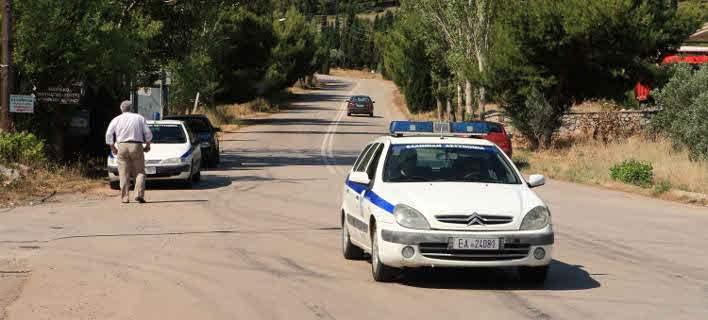 Τρίκαλα: Έδεσε το παιδί του στην καρότσα και το έσερνε στον δρόμο