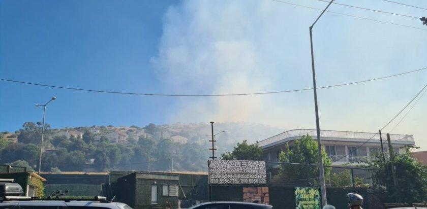 Φωτιά στη Βάρη: Εκκενώνονται τα χωριά SOS – Κλειστή και η Βάρης-Κορωπίου