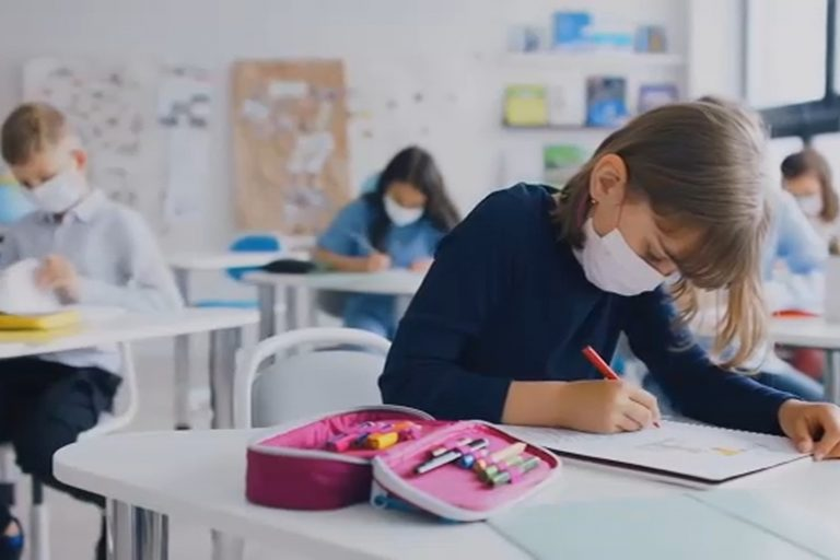 """Βόλος: Άρχισαν τα """"παρατράγουδα"""" - Γονείς δεκαπέντε μαθητών δεν τους  έστειλαν σχολείο γιατί... διαφωνούν με τη μάσκα - e-thessalia.gr"""