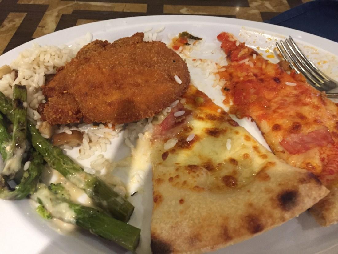 MSCスプレンディダのピザ