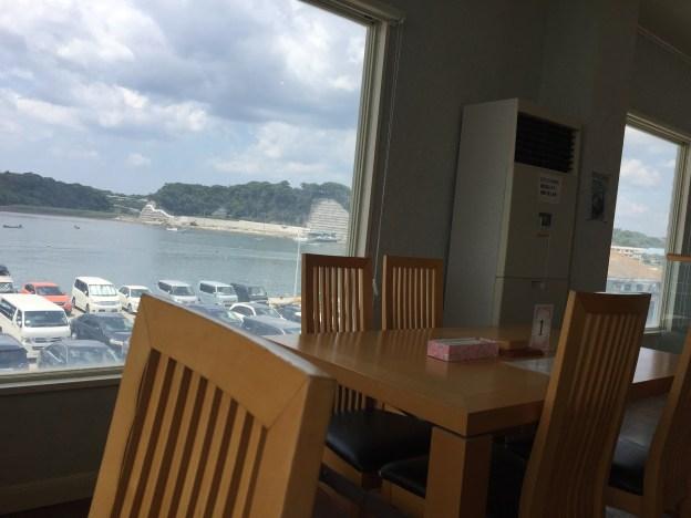 東京湾と港の景色が見える