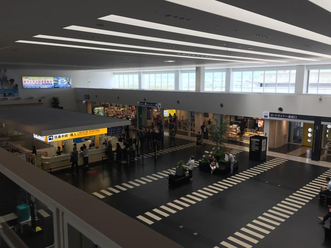 神戸空港の構内