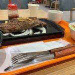 重い鉄板を運ぶの要注意!フードコートのいきなりステーキ