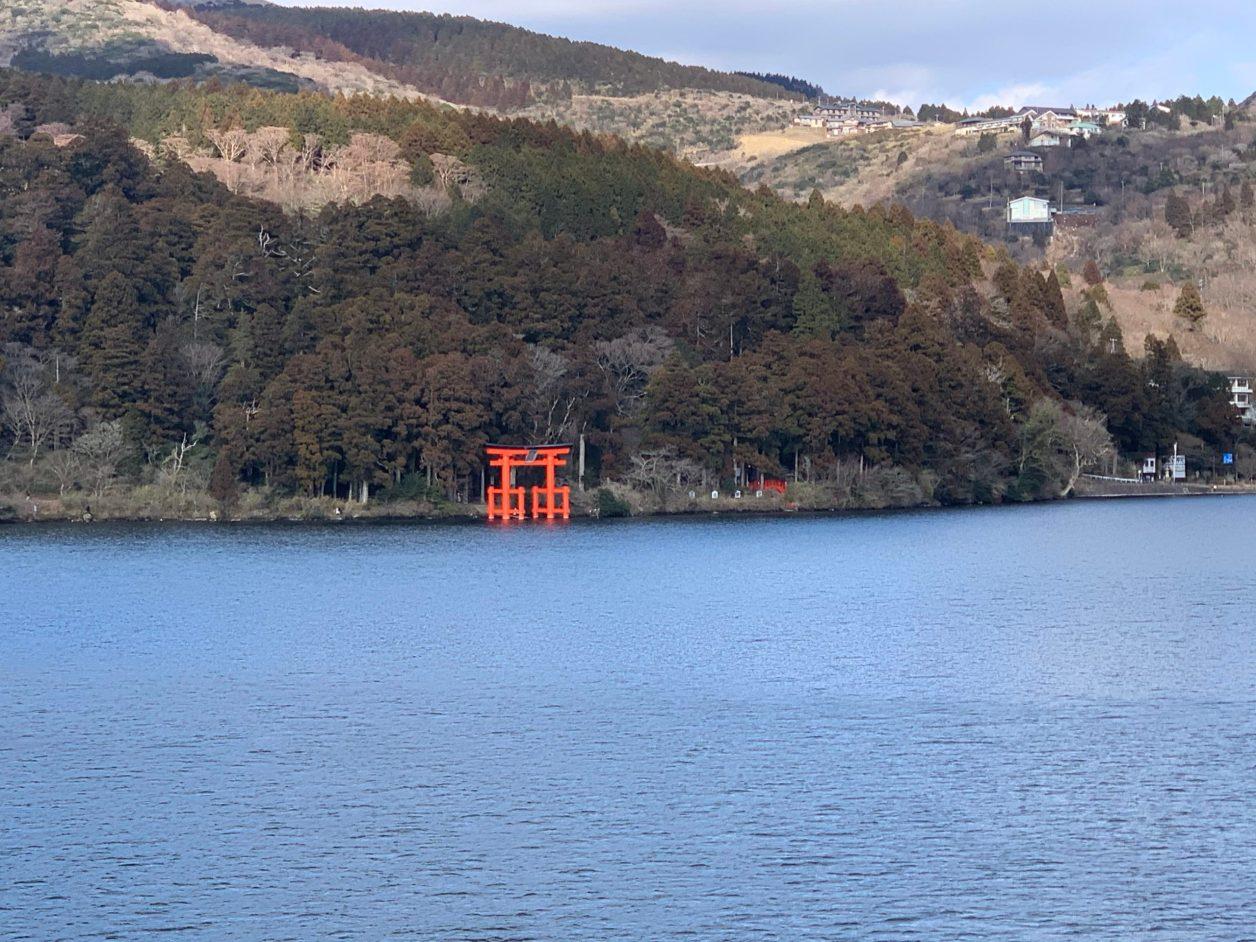 芦ノ湖遊覧船からの箱根神社鳥居