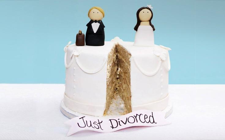 Βγαίνω με τον δικηγόρο διαζυγίων σου.