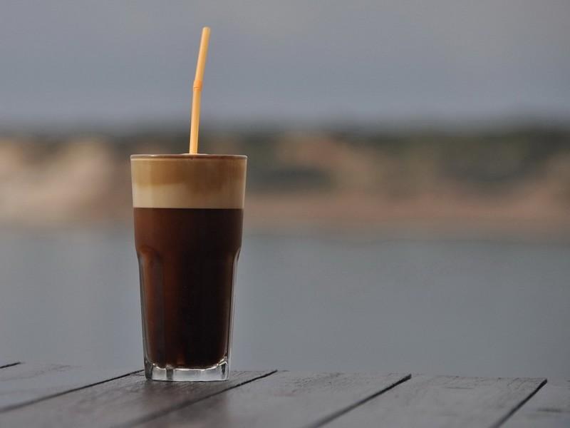 Καφές φραπέ και χοληστερίνη: Μια σχέση που ελάχιστοι γνωρίζουν – Τι ισχύει ακριβώς…