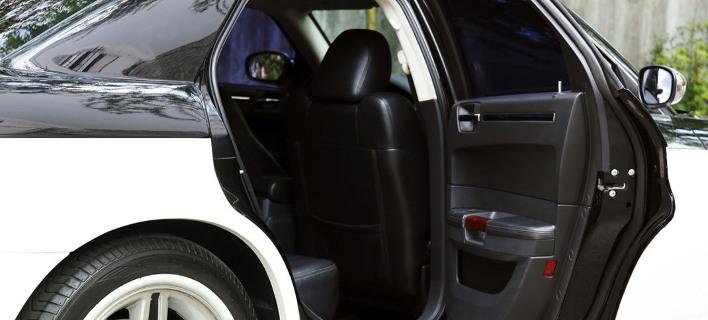 Το απίθανο κόλπο με την πόρτα που δροσίζει το αυτοκίνητο πριν μπεις μέσα -Βασίζεται στη Φυσική
