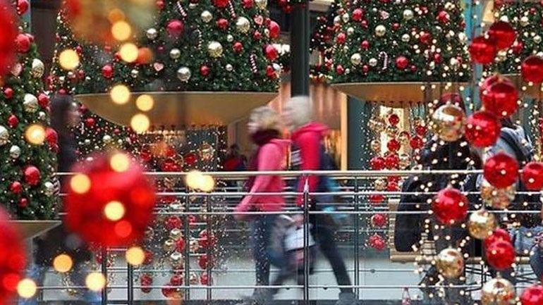 Εορταστικό ωράριο: Ανοιχτά σήμερα τα καταστήματα