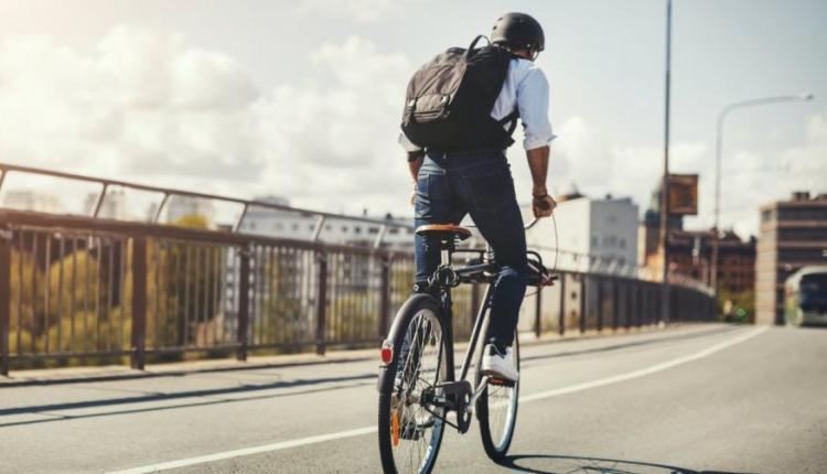 30150957_bicycle-ride-work-man