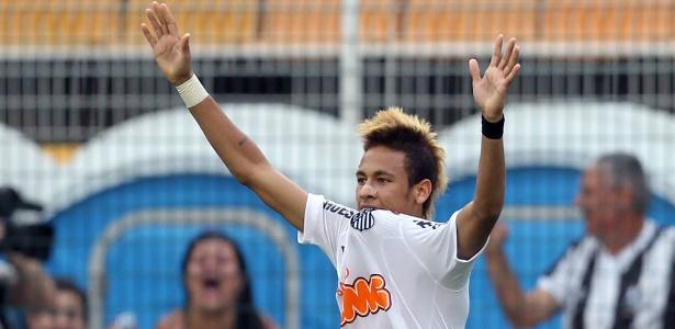 Neymar comemora um dos seus quatro gols marcados na vitória do Santos sobre o Atlético-PR, pelo Campeonato Brasileiro