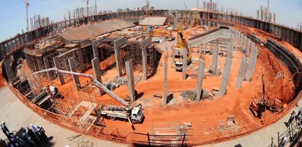 Vista geral da obra do Estádio Nacional de Brasília; obras foram retomadas nesta sexta