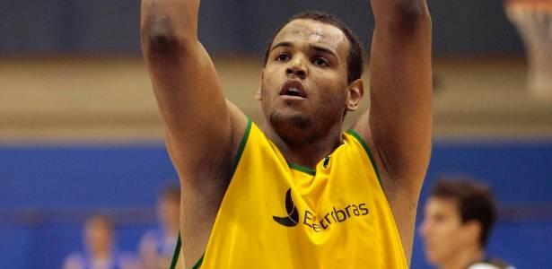 Paulão Prestes foi um dos atletas que teve seu seguro regularizado pela CBB