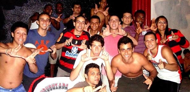 Torcedores do Flamengo passaram a noite na sede da Gávea em busca de ingressos