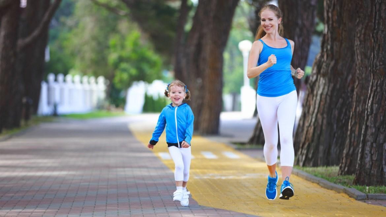 Para las mamás que disfrutan haciendo ejercicios o saliendo a correr, aplicaciones como Strava permiten medir distancias y avances diarios.